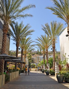 Mission_Valley_-_Fashion_Valley_Walkway