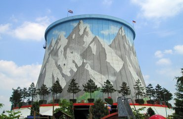 The climbing wall, up the side of the former cooling tower at Wunderland Kalkar by Koetjuh is licensed under the terms of Public Domain