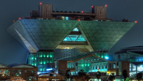 Tokyo Big Sight by heiwa4126 licensed under the terms of CC BY 2.0
