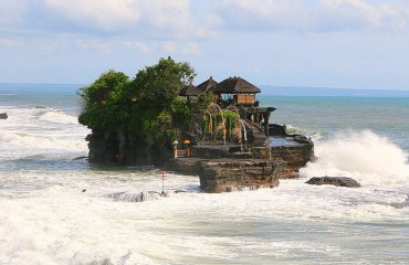 Tanah Lot, Bali by Juan Antonio Segal licensed under the terms of CC by 2.0
