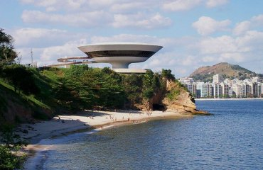 Niteroi Art Museum by Marcio Sette licensed under the terms of the CC BY-SA 3.0