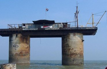 Sealand by Richard Lazenby licensed under the terms of public domain