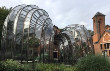 Bombay Sapphire Glasshouses by Andrewrabbott licensed under the terms of CC BY-SA 4.0