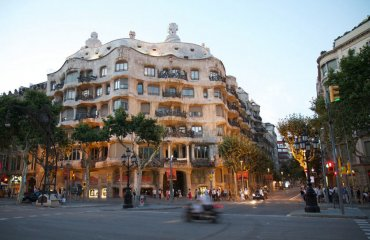 Casa Mila by Rob Shenk is licensed under CC BY-SA 2.0