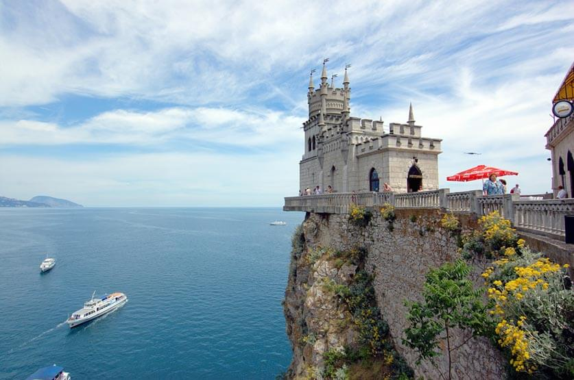 Swallow's Nest, Crimea, Russia by Fr Maxim Massalitin is licensed under CC BY-SA 2.0