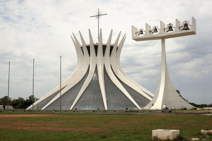 Catedral Metropolitana Nossa Senhora Aparecida (Cathedral of Brasilia) by Liam Lysaght is licensed under CC BY 2.0