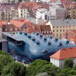 the friendly alien (Kunsthaus Graz) by Rosino is licensed under CC BY-SA 2.0