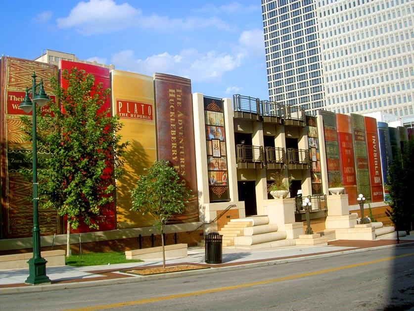 Big Books (Kansas City Public Library) by Tim Samoff is licensed under CC BY-ND 2.0