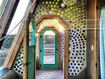 """earthship-interior25"" by Jenny Parkins is licensed under CC BY-SA 2.0"